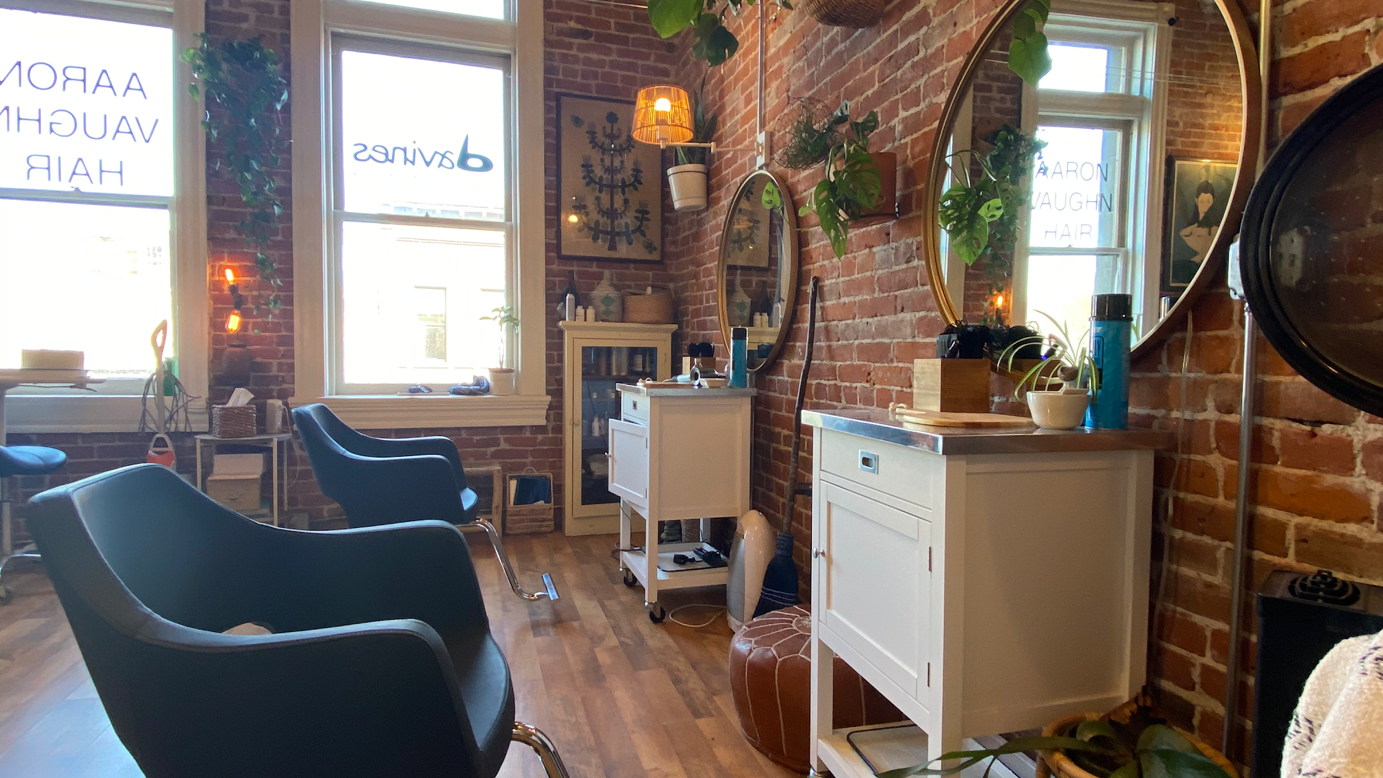 AARON VAUGHN HAIR balayage hair color specialist 211 Taylor St UNIT 18, Port Townsend